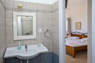 building b porto holidays apartments bathroom and room