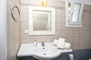 building b porto holidays apartments bathroom products
