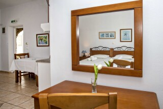 building b porto holidays apartments mirror in the rooms
